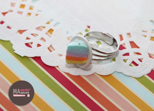 Bague Rainbow Cake en fimo par Ma Peste Adorée